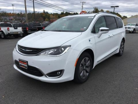 New 2018 Chrysler Pacifica Hybrid Limited FWD